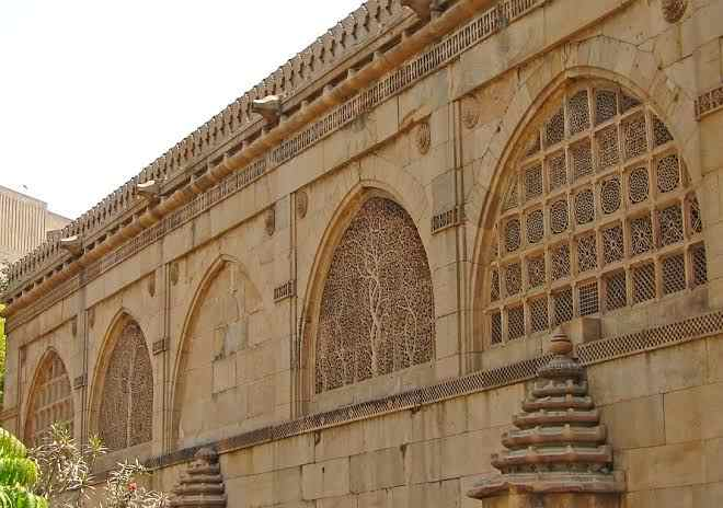 Sidi Saiyyed Mosque(Ahmedabad) - History, Review, Jali Work, Timing & Facts