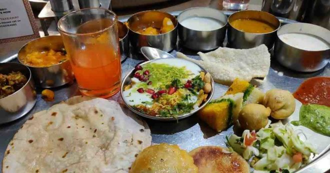 Iscon Thal(Ahmedabad) Review: Best & Delicious Gujarati Unlimited Thali!