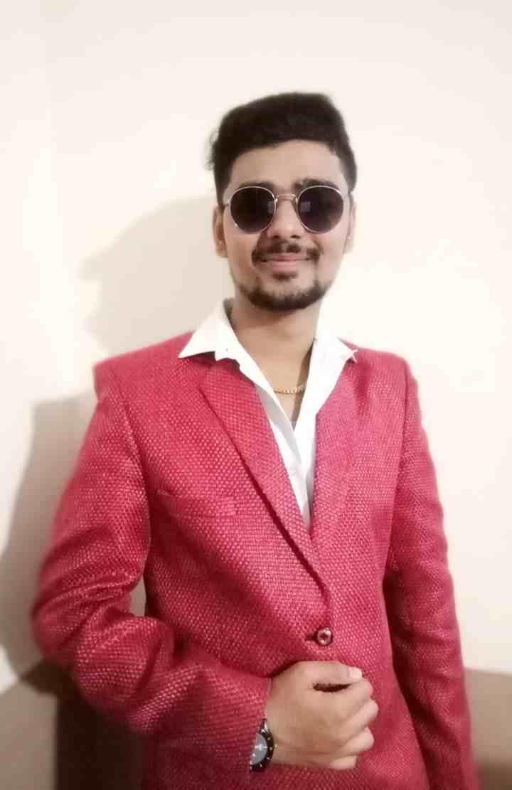 Mahesh Darji - REVIEWSDUNIYA.COM